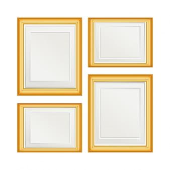 Ensemble de quatre cadres dorés simples de photos