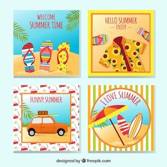 Ensemble de quatre cartes d'été avec des objets décoratifs