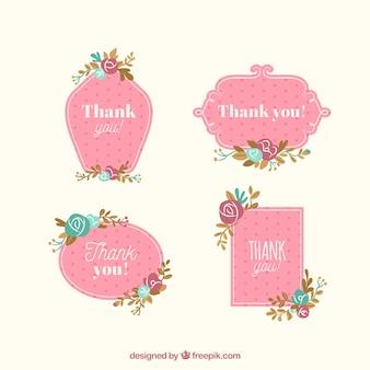 Ensemble de quatre étiquettes roses avec des fleurs plates