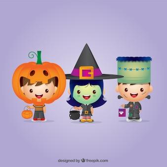 Ensemble des enfants de halloween agréables habillé