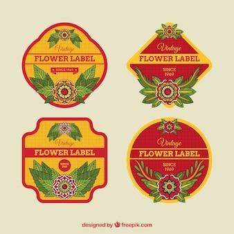 Étiquettes rouges et jaunes avec des fleurs décoratives
