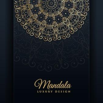 Fond de conception de mandala ornementale de luxe en couleur dorée