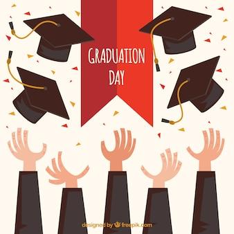 Fond de fête avec les mains jetant des casquettes de fin d'études