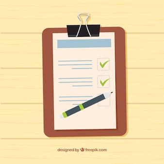 Fond en bois avec le presse-papiers et liste de contrôle