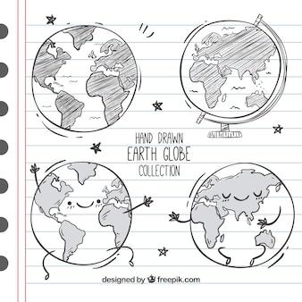 Grand ensemble de quatre globes terrestres dessinés à la main