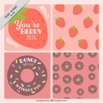 Grands cartes avec des beignets et des fraises
