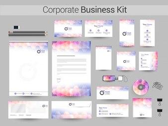 Identité corporative créative ou Business Kit.