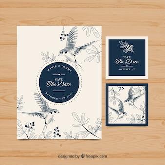 Invitation de mariage dessinée à la main avec des oiseaux et des fleurs