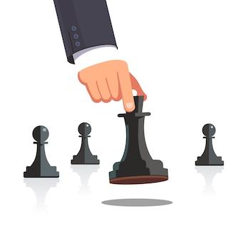 La main de l'homme d'affaires fait un mouvement d'échec stratégique
