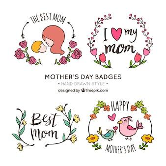 Les badges fête des mères avec des éléments décoratifs dessinés à la main