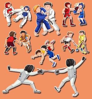 Les gens font différents arts martiaux