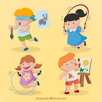 Main dessiné beaux enfants qui font des activités