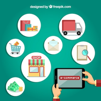 Mains avec tablette et produits et services en ligne