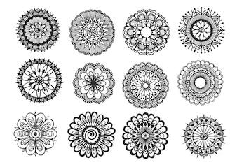 Mandala floral dessiné à la main