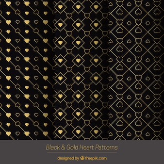 Modèles d'or avec des coeurs décoratifs