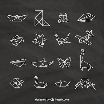 Origami éléments sur un tableau noir