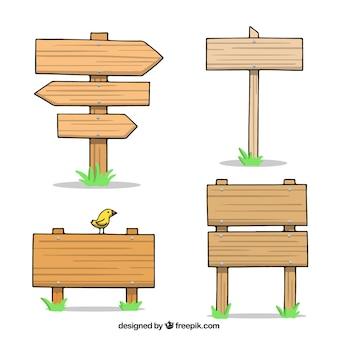 Paquet de quatre signes en bois dessinés à la main