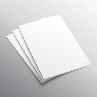 Pile de trois affichage de la mockup papier A4