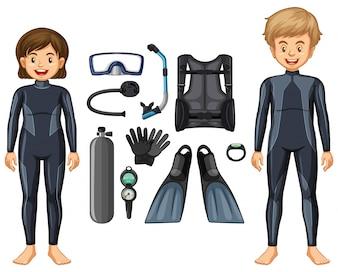 Plongeurs en maillot de bain et différents équipements