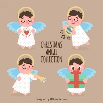 Quatre jolis anges avec accessoires
