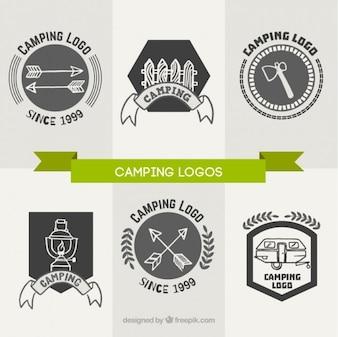Six logos dessinés à la main de camping