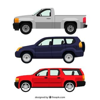 Vue de côté de trois véhicules réalistes
