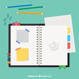 Agenda con notas y lápices