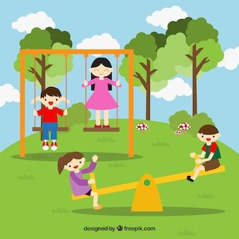 Amigos sonrientes divirtiéndose en el parque