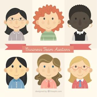Avatares adorables de mujeres de negocios dibujadas a mano
