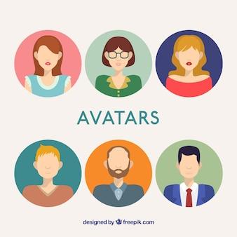 Avatares masculinos y femeninos en diseño plano