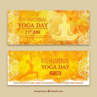 Banners de acuarela amarillos del día del yoga