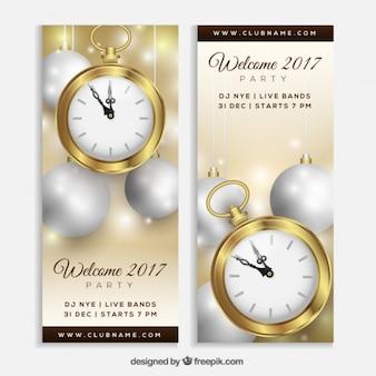 Banners de año nuevo con reloj y bolas de navidad