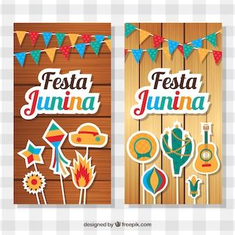 Banners de madera con artículos decorativos para la festa junina