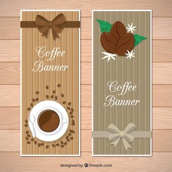 Banners de madera con lazos y objetos de café