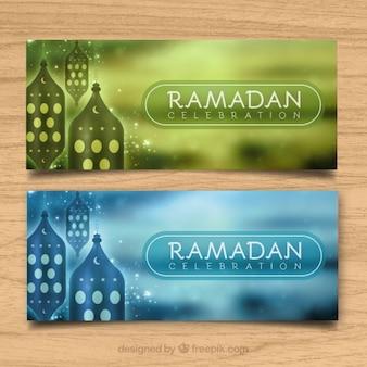 Banners de ramadan elegantes desenfocados con faroles decorativos