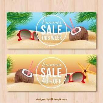 Banners de rebajas de cocos en la playa