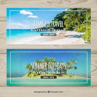 Banners de viaje de verano con playa paradisíaca