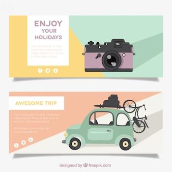 Banners de viajes de verano con cámara y coche vintage
