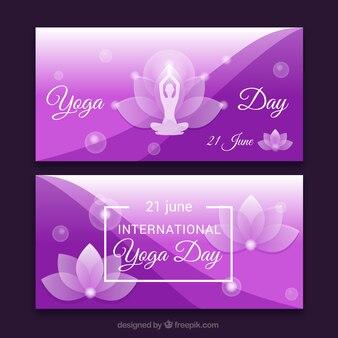 Banners morados de yoga con detalles florales