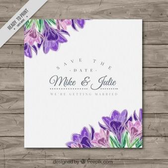 Bonita tarjeta de boda con detalle de flores moradas