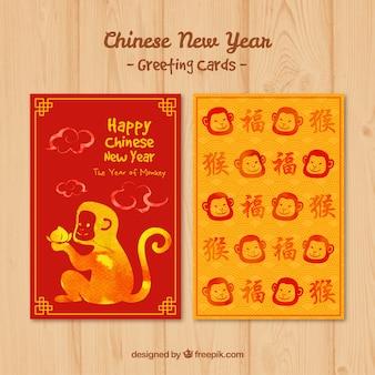 Bonita tarjeta de feliz año chino con caras de monos