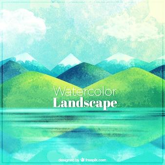 Bonito paisaje con lago y montañas