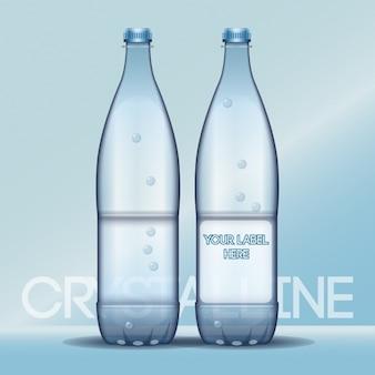 Botellas de agua con etiquetas vacías