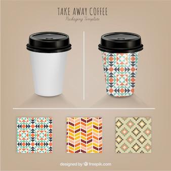 café para llevar con distintos patrones