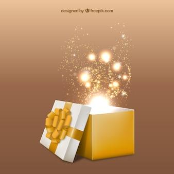Caja de regalo amarilla abierta