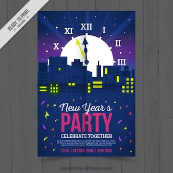 Cartel de año nuevo impresionante con reloj grande y siluetas de edificios