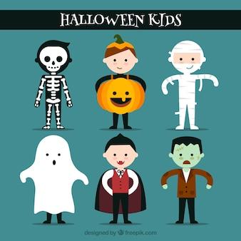 Chicos simpáticos listos para celebrar halloween