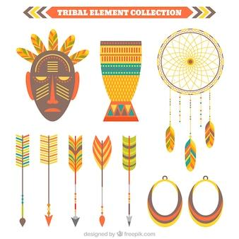 Colección de elementos étnicos con máscara