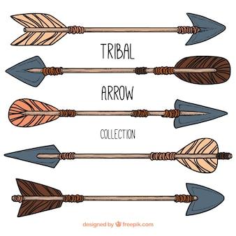 Colección de flechas tribales dibujadas a mano
