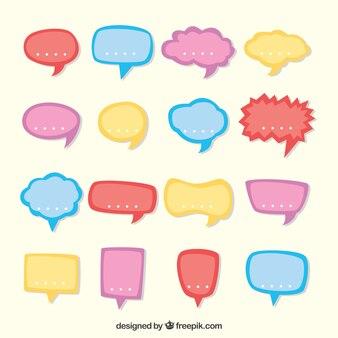 Colección de globos de diálogo en colores